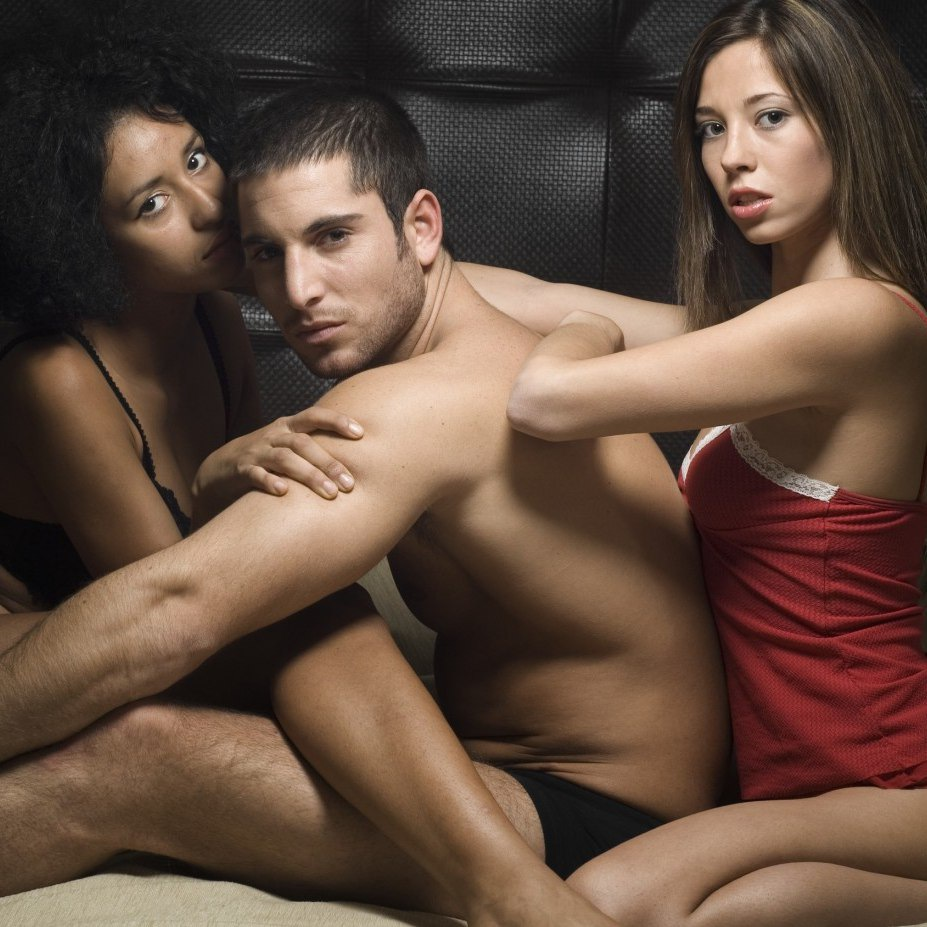 bisexual-couple-woman-woman